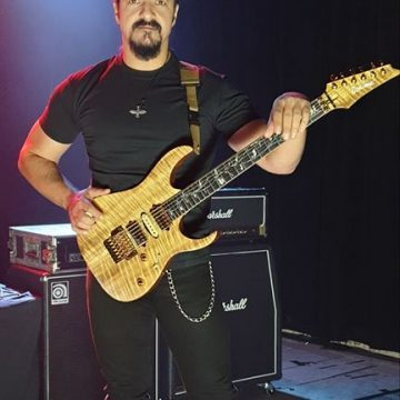 Interviu cu Cristi Gram, chitaristul formatiei Phoenix
